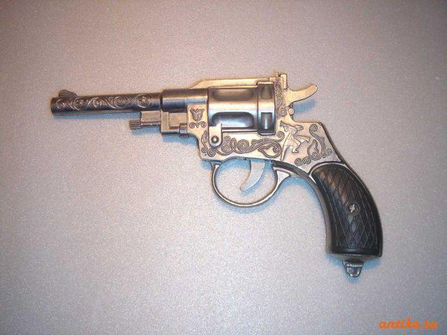 револвер