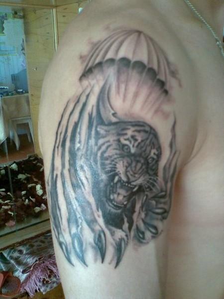 эскиз тату тигр с парашютом проклятом воине