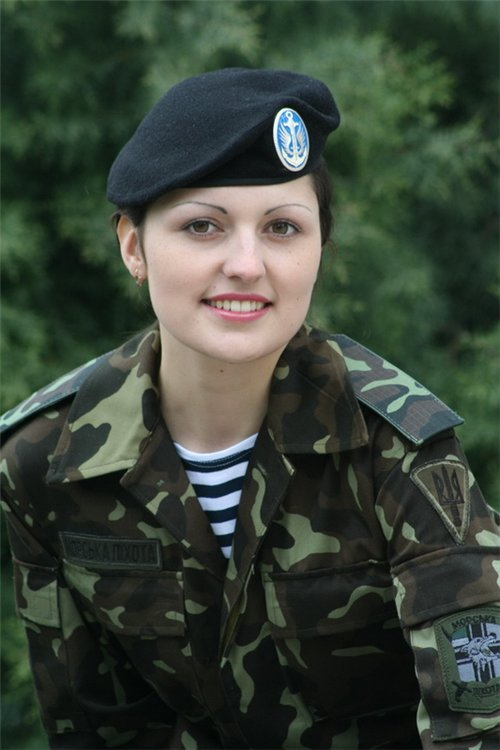 military_woman_ukraine_army