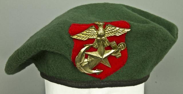 Морские пехотинцы Южной Кореи носят береты зеленого цвета.