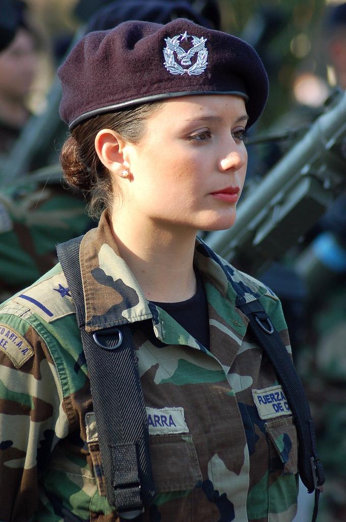 очень красивые девушки в военной форме
