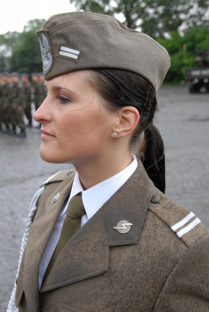military_woman_poland_army