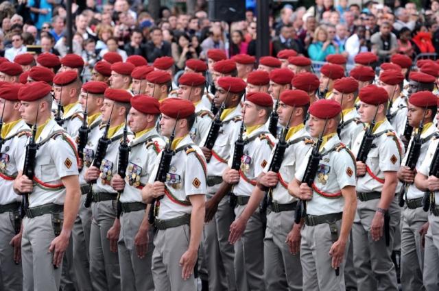 Военнослужащие французских воздушно-десантных войск