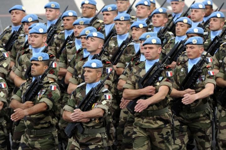 Великолепие Французской армии: платки и нагрудники