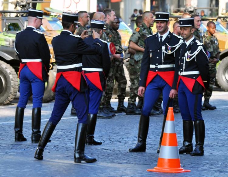 Парадная форма французских жандармов
