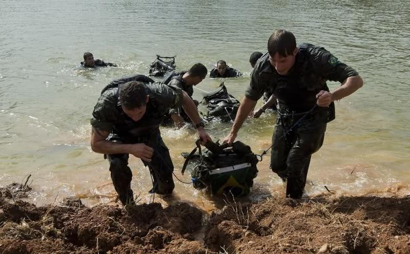 Солдаты специальных сил армии  Бразилии