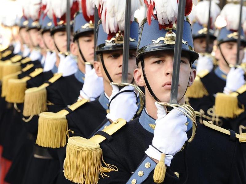 Великолепие Французской армии: эполеты и кушаки