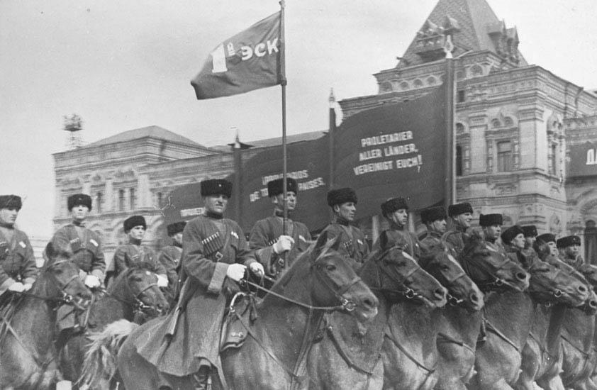 казачьи подразделения в составе РККА прошли военным парадом 7 ноября 1938 года по Красной площади