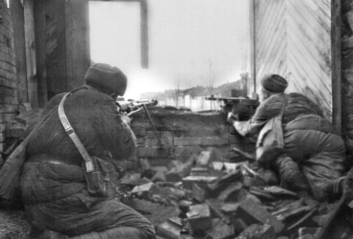 10Boy_u_Doma_Pavlova_Stalingrad_1942_g