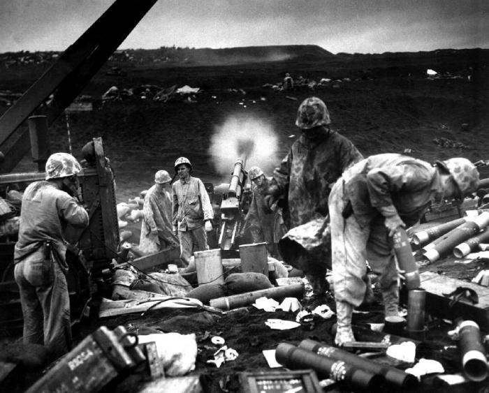Американская артиллерия на Иводзиме