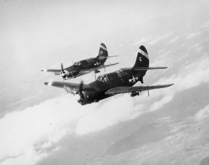 Американские пикирующие бомбардировщики SB2C-4 Хеллдайвер