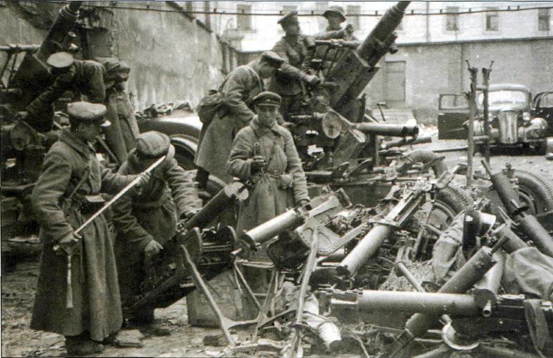 Бойцы и командиры Красной армии, участники похода в Западную Белоруссию
