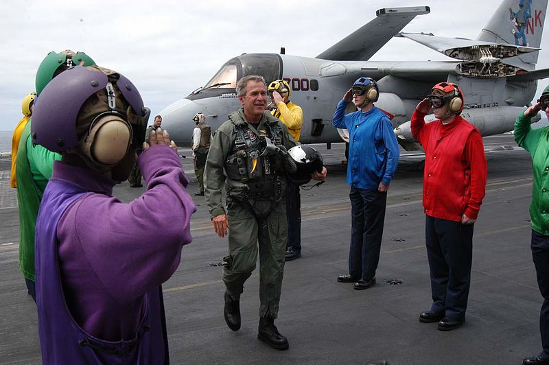 Встреча Джорджа Буша на палубе авианосца «Авраам Линкольн». 1 мая 2003 года
