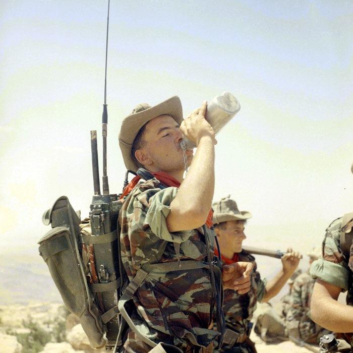 Легионеры во время операции  в провинции Оран, Алжир. 1960г