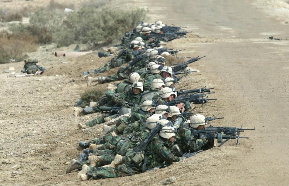 Морские пехотинцы США, Целевой группы Tarawa, в бою с иракскими войсками 24 марта 2003 г., у Эн-Насирии.