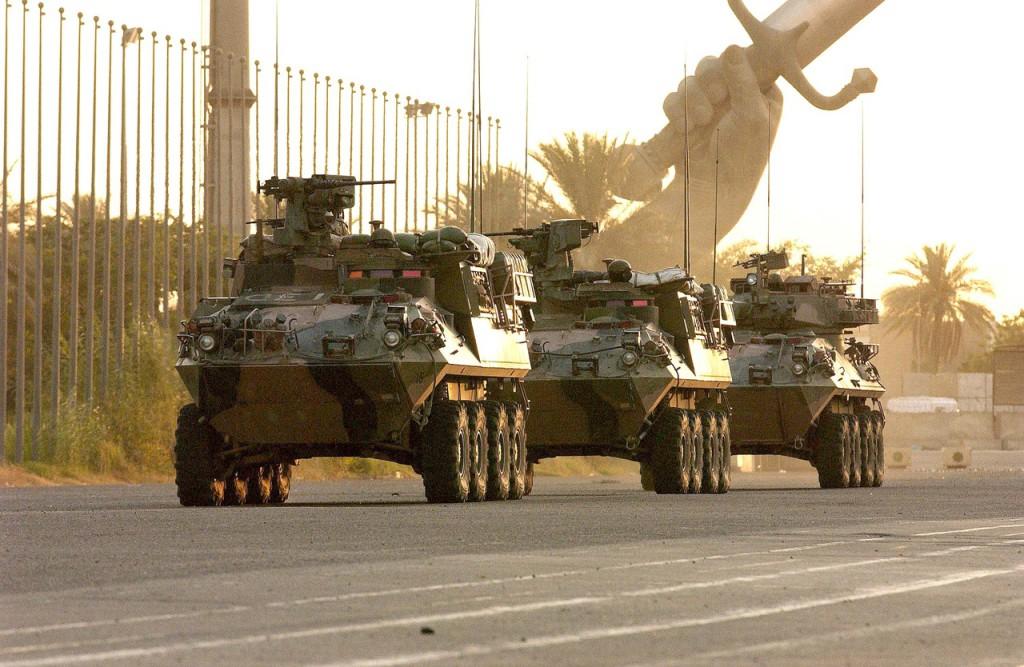Солдаты СОА на транспорте ASLAV в патруле в Международной зоне. Багдад, июль, 2005г.