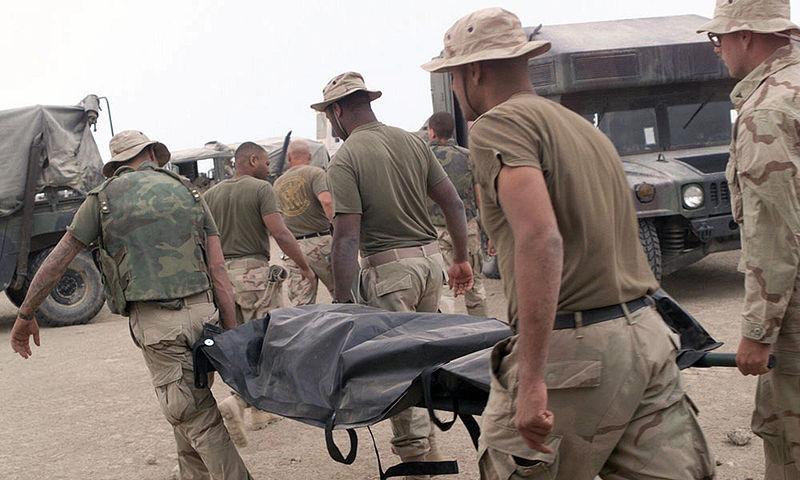 Эвакуация погибшего морского пехотинца. 15 апреля 2003 года