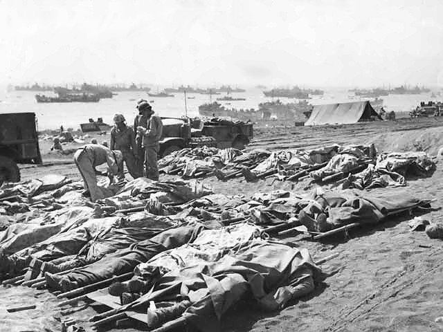 Dead_Marines_on_Iwo_Jima
