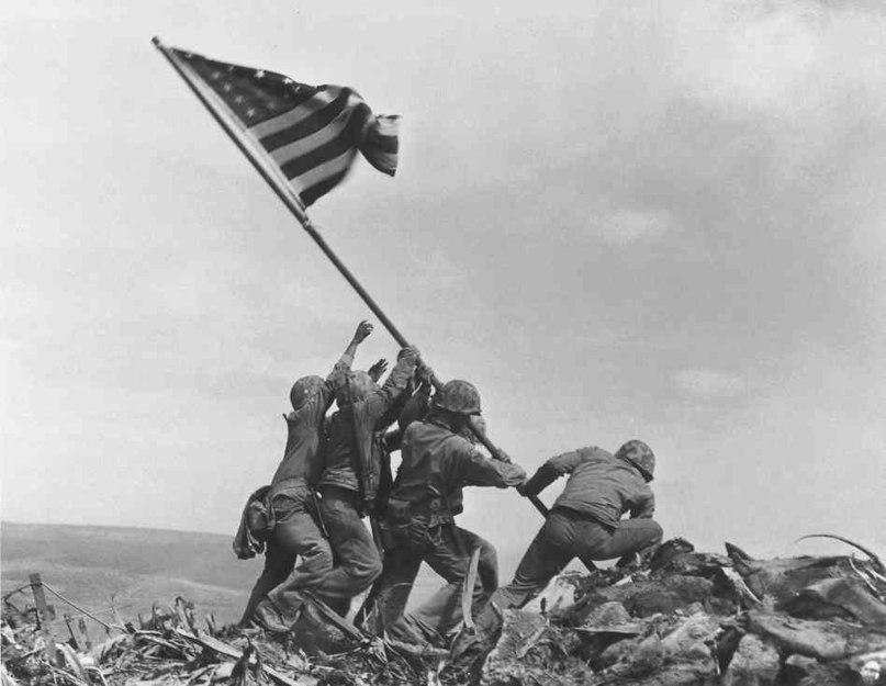 23 февраля 1945 года солдаты 5-й дивизии подняли на вершине горы Сурибати, господствующей над островом, флаг США.