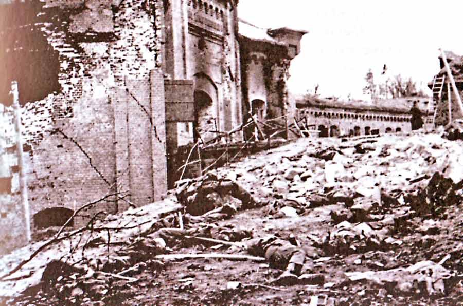 Крепостные укрепления после штурма