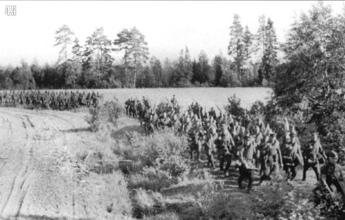 Войска идут на фронт, август, западное направление