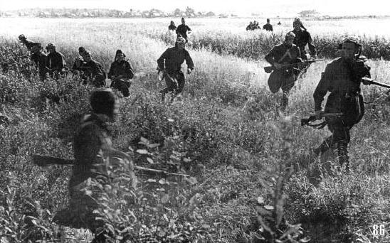 Части ВДВ занимают оборону. Сражение за Киев.