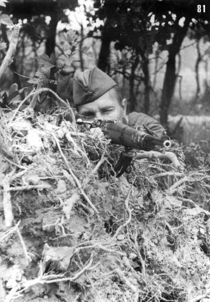 Красноармеец Н.А. Фомин. Тоже снайпер, счет - 30. Юго-Западный фронт, август