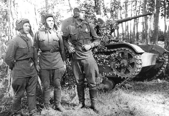 экипаж Т-26 лейтенанта С.М.Федорова в июле 1941 года