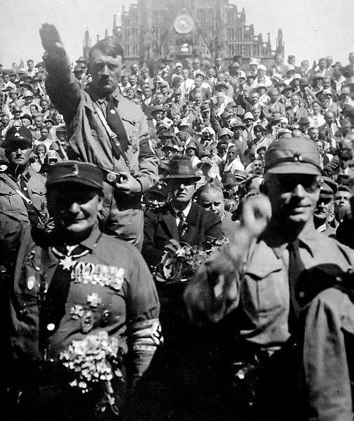 Hitler_und_SA
