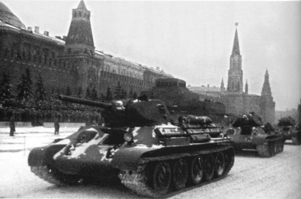 Экспозиция военной исторической техники появится наКрасной площади 7ноября