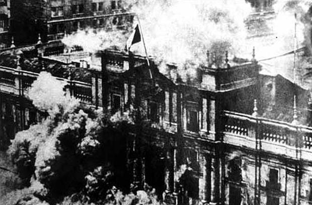 Чилийская авиация бомбит Дворец президента