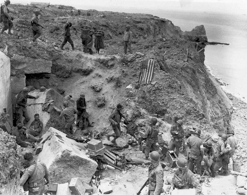 8 июня 1944. рейнджеры отдыхают у захваченного бункера.