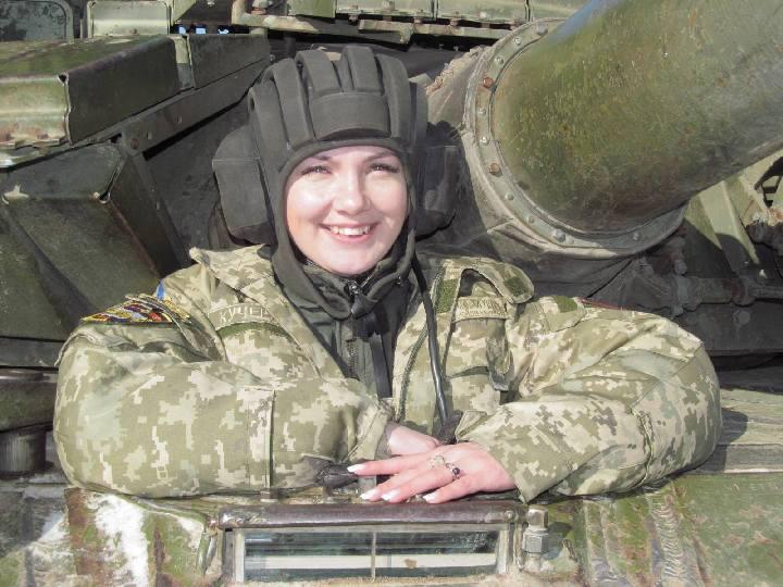 devushka-tankisti002