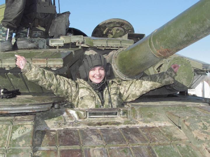 devushka-tankisti003