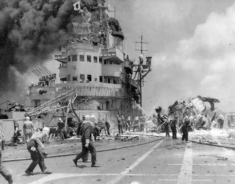 Завалы на палубе HMS Formidable