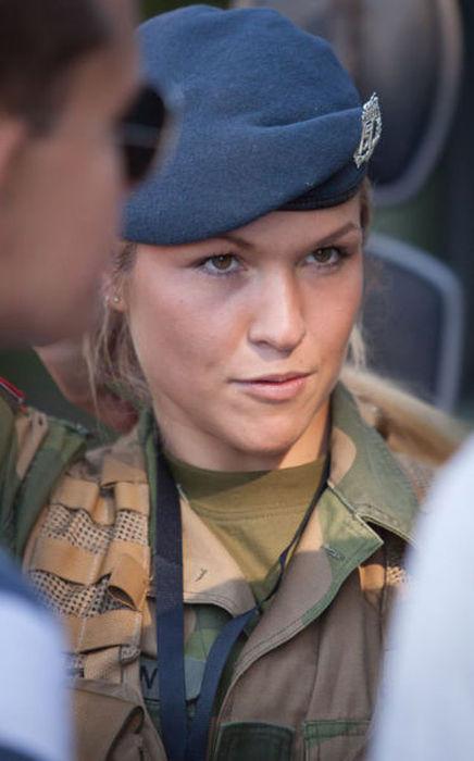 Skromnoe-obayanie-norvezhskojj-armii24