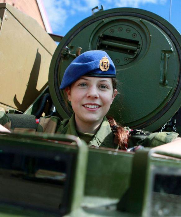 Skromnoe-obayanie-norvezhskojj-armii45