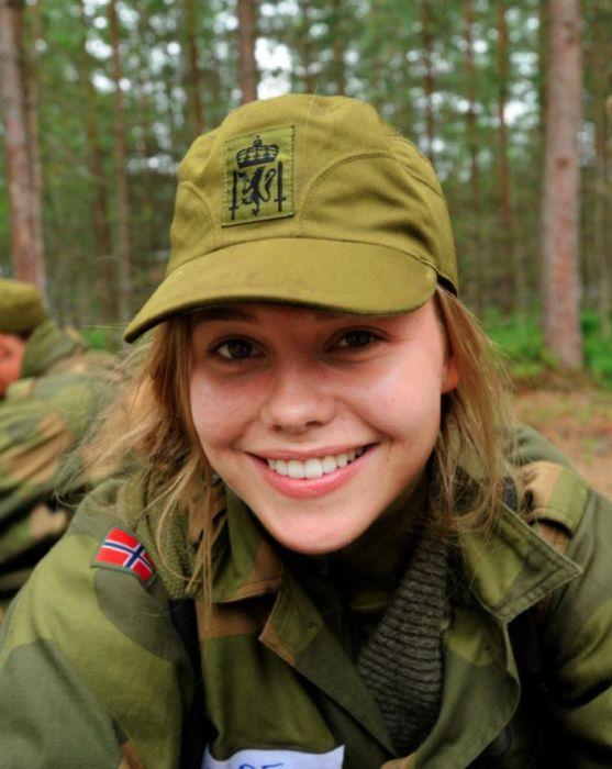 Skromnoe-obayanie-norvezhskojj-armii46