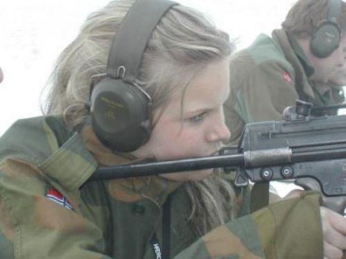 Skromnoe-obayanie-norvezhskojj-armii52