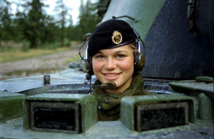Skromnoe-obayanie-norvezhskojj-armii54