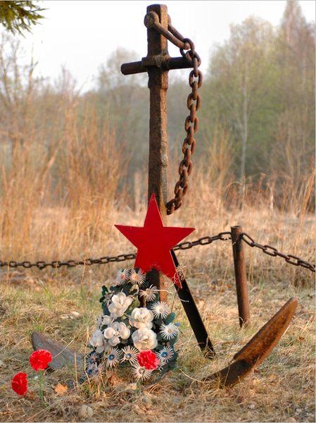 Демянск. Памятник погибшим морякам 154-й отдельной морской стрелковой бригады погибшим в боях под Москвой