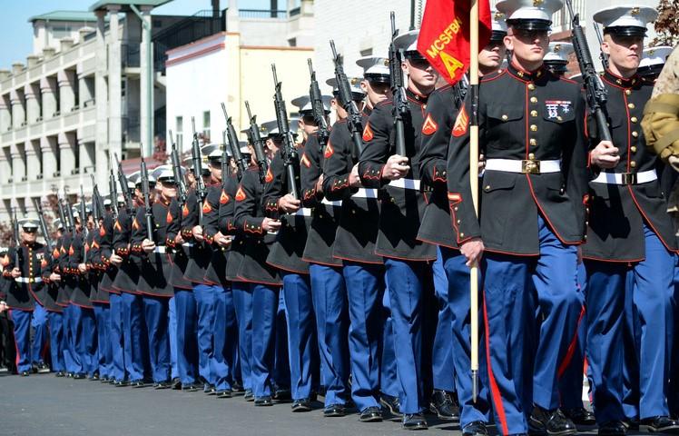 Кому нужны военные парады
