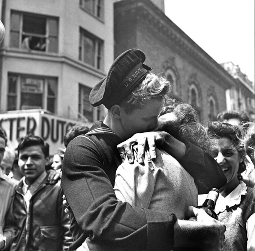 Нью-Йорк, Таймс-сквер, 8 мая 1945