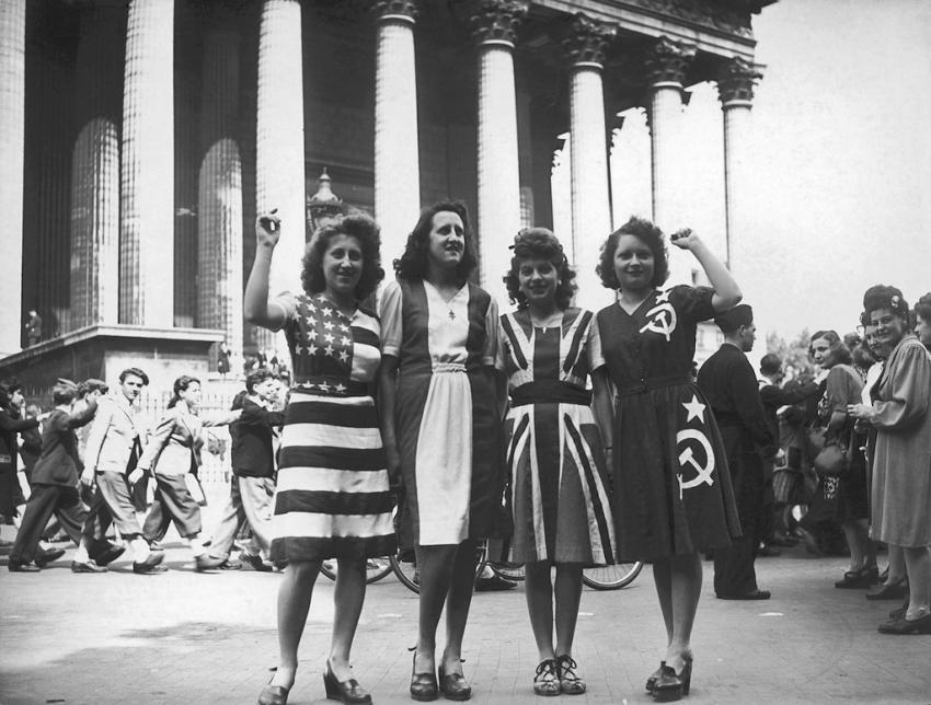 Париж, 8 мая 1945 года, у стен церкви Марии Магдалины
