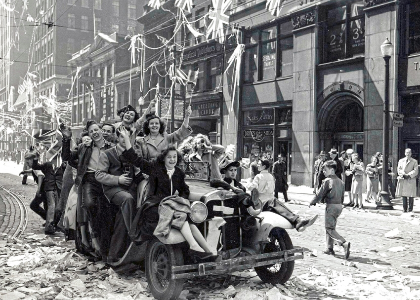 Канада,Торонто, 8 мая 1945