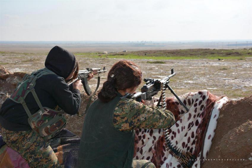 Девушки из Женских отрядов самообороны Курдистана